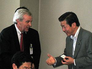 ジョン ホームズ国連事務次長 人道問題担当 を招いての昼食会に出席